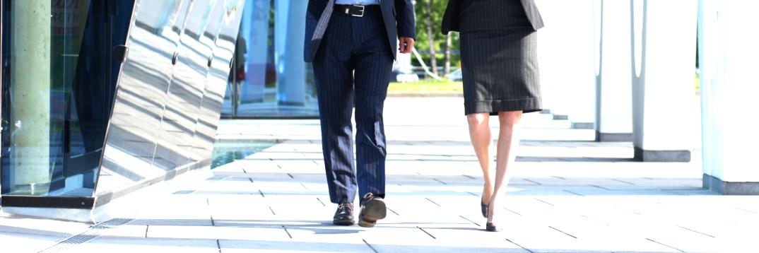 SLIDE-WALKING-business-people-ICONE